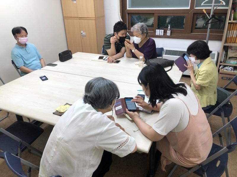 [노인복지팀] 2021년 어르신여가문화교육사업 '스맛폰 교실' 진행 썸네일